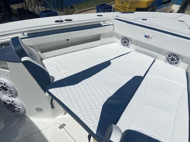2022 Crevalle Boats 33 CSF