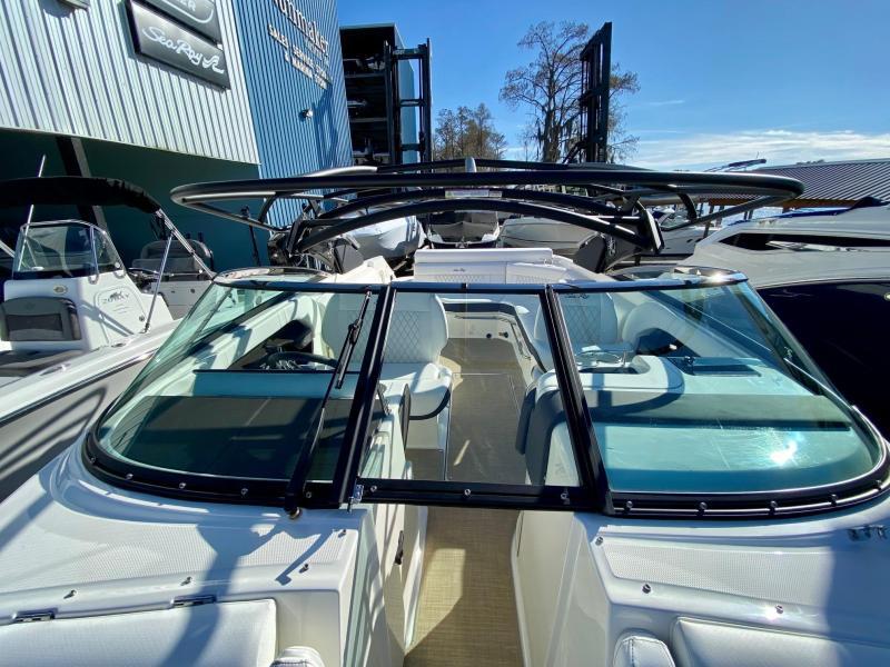 2021 Sea Ray 280 SLX Bowrider