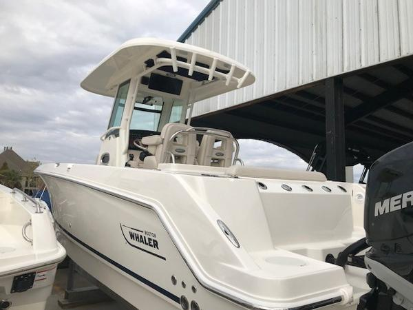 2018 Boston Whaler 250 Outrage Fishing Boat