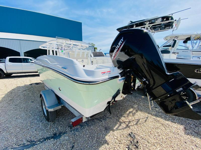2021 Trophy T18 BAY Center Console