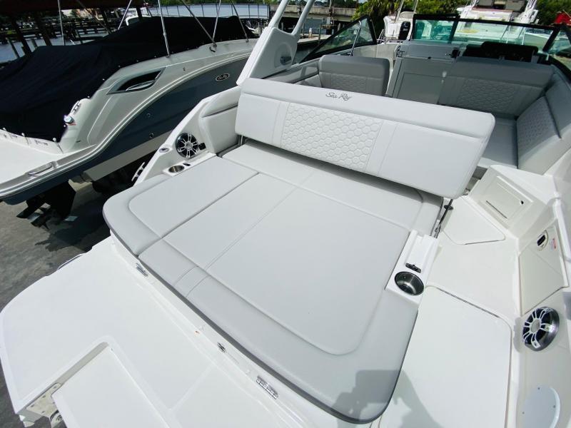 2022 Sea Ray 250 SDX Bowrider