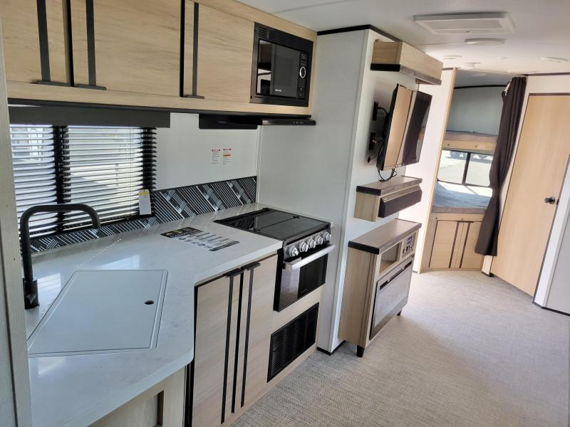 2021 Cruiser Radiance 28' Camp Travel Trailer RV