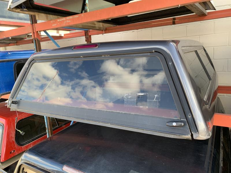 38 - GLASSTITE 6.5FT TRUCK TOPPER
