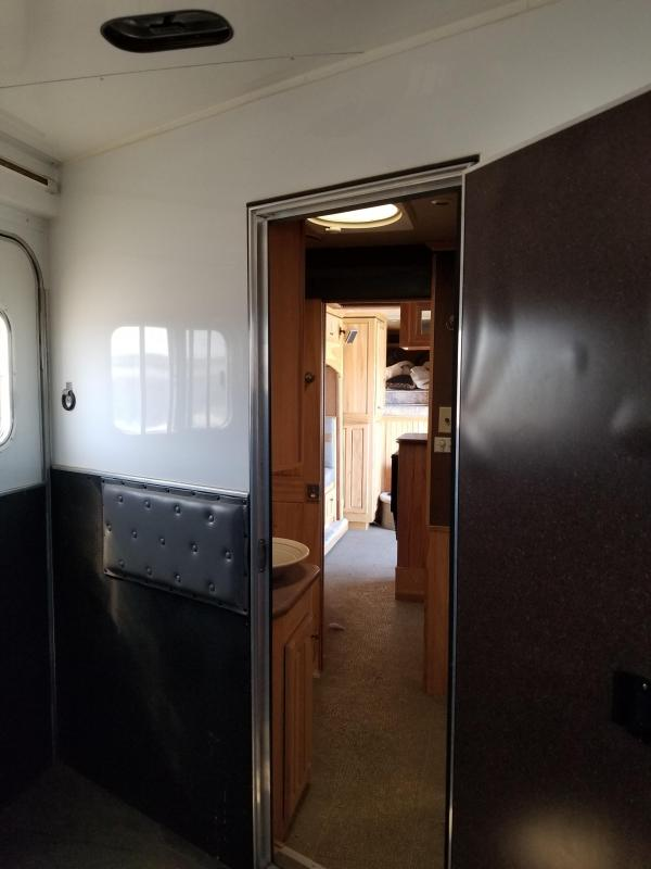 2007 Featherlite Horse Trailer W/ Living Quarters