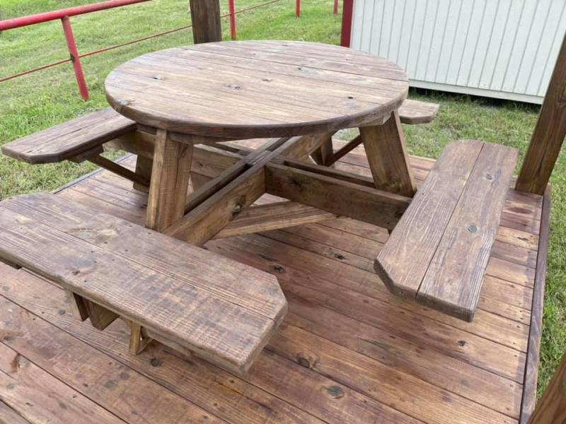 """2021 TexShed 45"""" Round 8-Seat Picnic Table"""