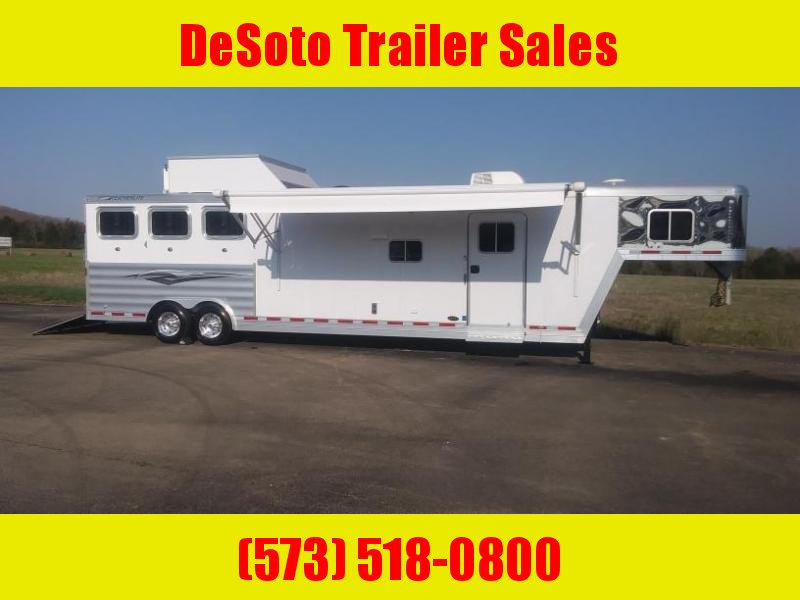 2017 Featherlite 8581 3 Horse Trailer (LIKE NEW)