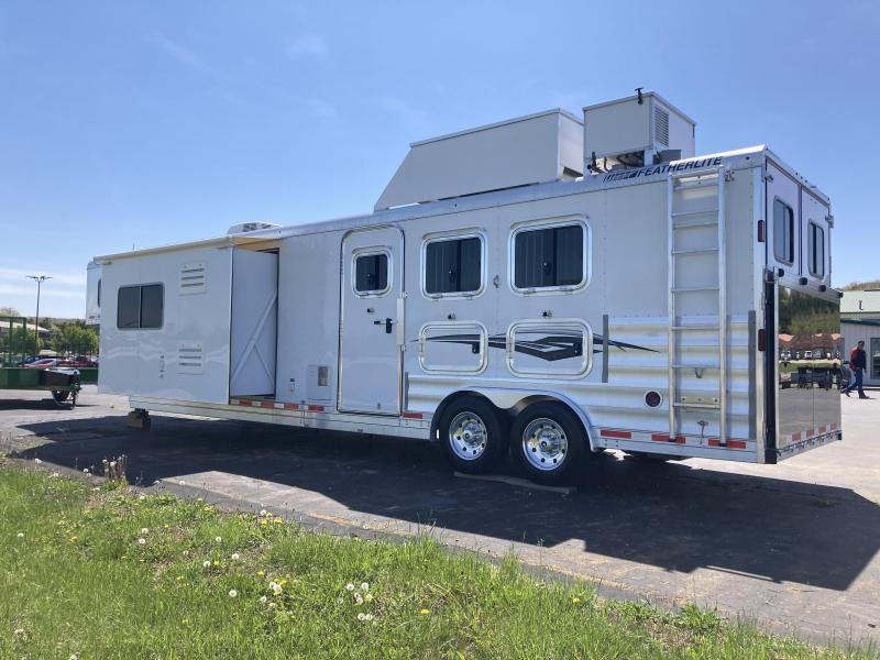 2017 Featherlite 8581 3 Horse Trailer (LIKE NEW)
