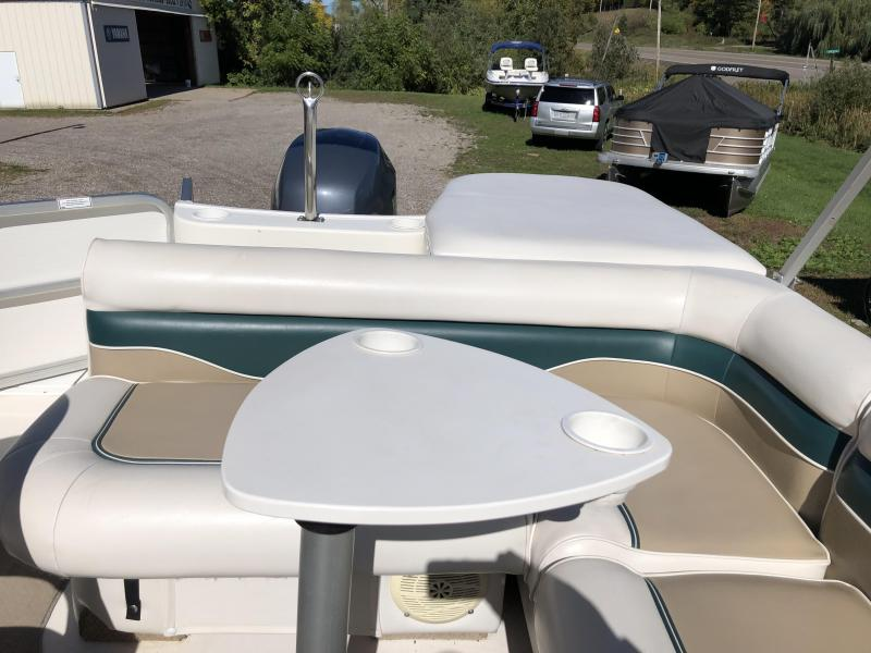 2004 Hurricane Boats 196 RE OB Deck Boat