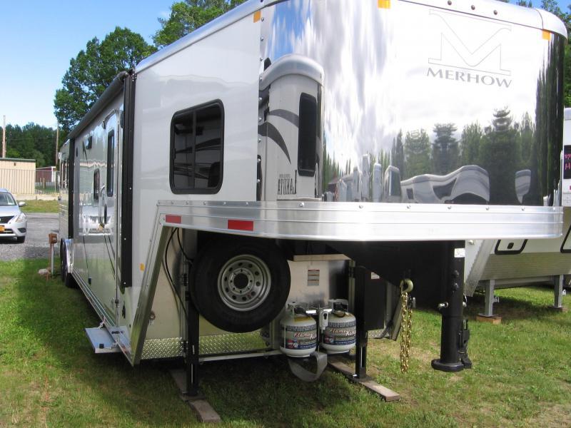 2020 Merhow Trailers 8316 RWS-A Horse Trailer