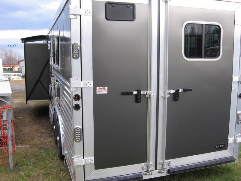 2017 Sierra 3HGNLQ12SW Horse Trailer