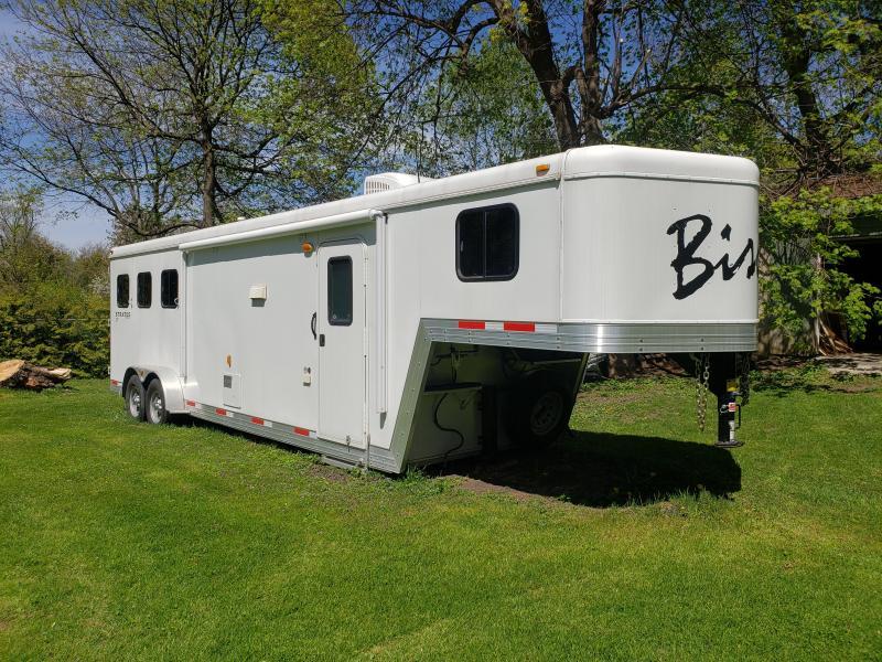 2014 Bison Trailers Stratus-LT Horse Trailer