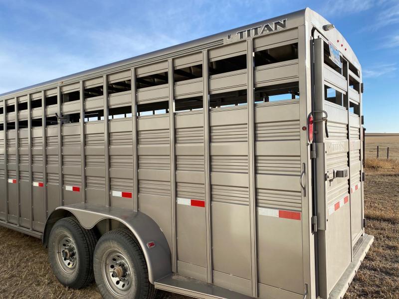 2019 Titan Trailers 20' STANDARD STOCK Livestock Trailer