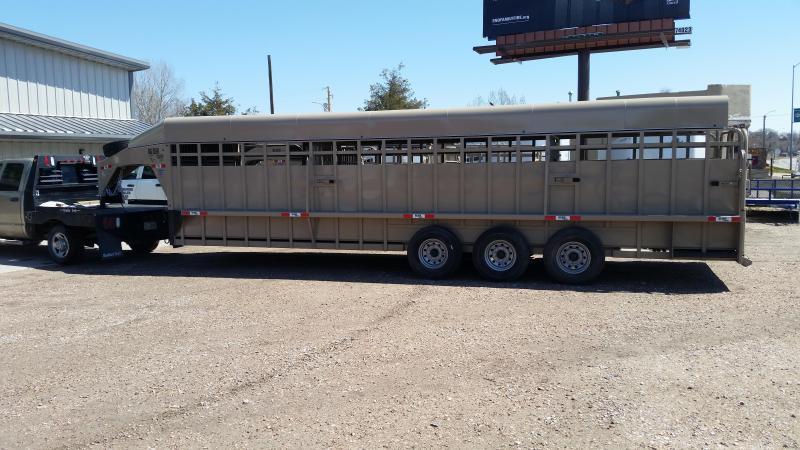2020 Big Bend 28' TRIPLE AXLE Livestock Trailer