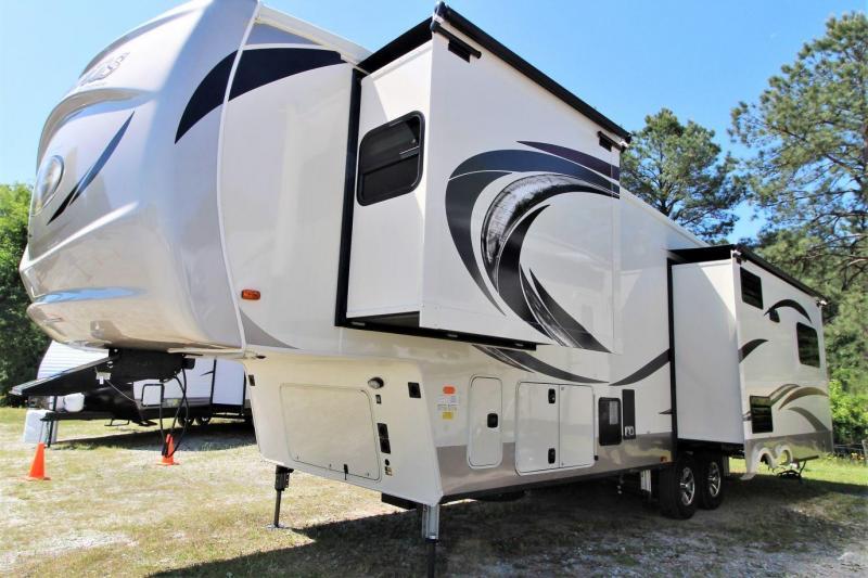 2019 Palomino Columbus CMF366RL Fifth Wheel RV