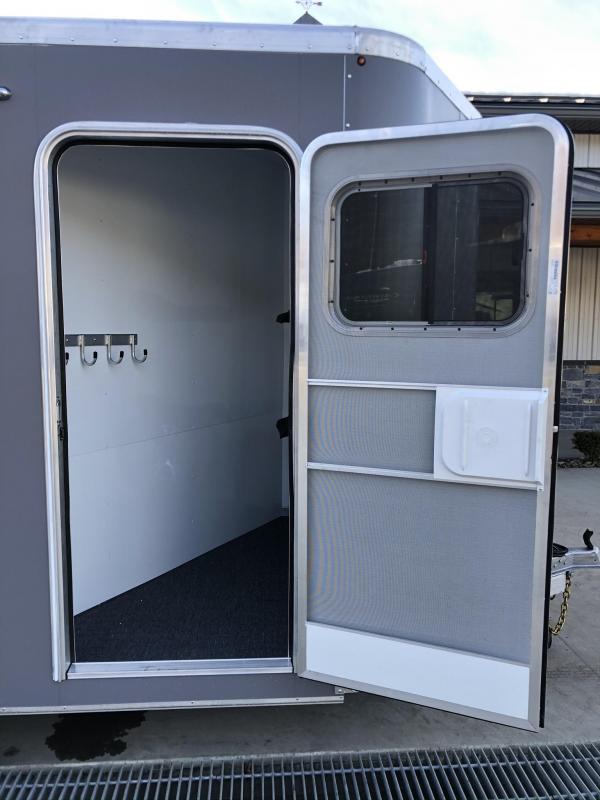 2021 Kiefer Built All Aluminum Kruiser 2-Horse Slant Load Trailer 7000# GVW * ALUMINUM WHEELS * SPARE TIRE * DRESSING ROOM * FANS * RUBBER FLOORING * CENTER GATE * WINDOWS