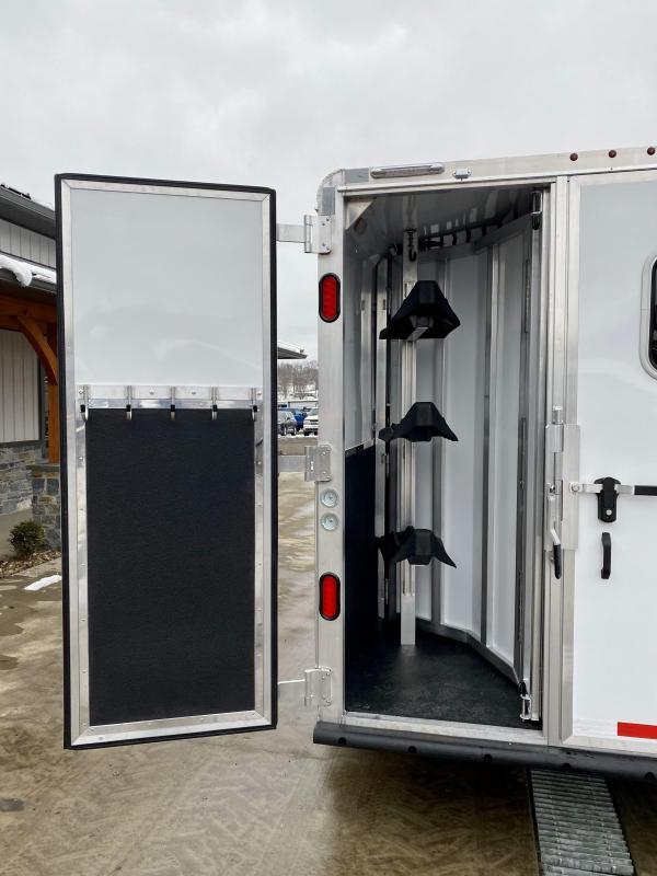 2021 Kiefer Built All Aluminum Genesis 3-Horse Slant Load Trailer 14000# GVW * SPARE TIRE * DRESSING ROOM * LOADING LIGHTS * DIVIDER