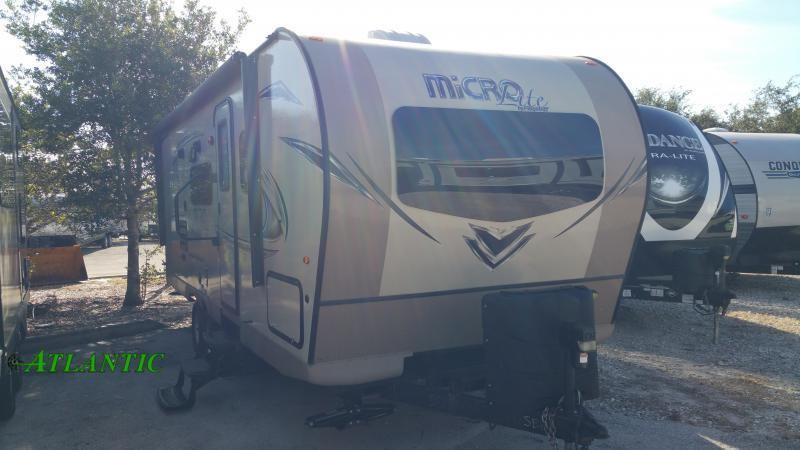 2018 Forest River Inc. Flagstaff Micro Lite 25bhs Travel Trailer RV
