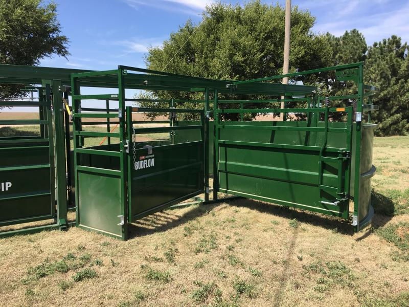 2020 Arrowquip 8708 Farm / Ranch