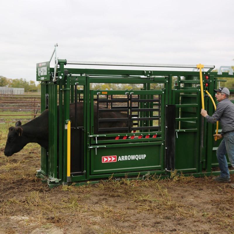 2022 Arrowquip 7400 Deluxe Vet Farm / Ranch