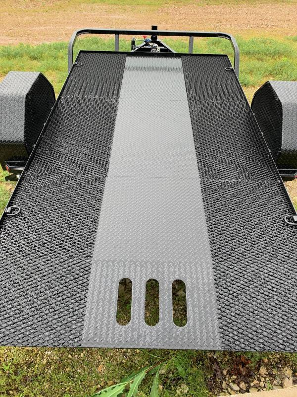 2021 77X12 LOAD TRAIL 7K GVW SCISSOR HAULER, CLEATED FLOOR WITH EXPANDED METAL, 4 D RINGS, CUSHION TILT, BLACK