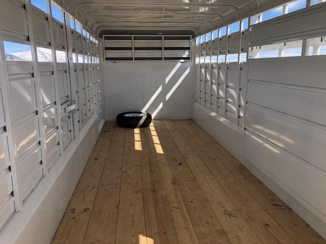 2021 Donahue SS-720-4n Livestock Trailer