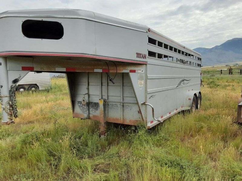 2005 Titan Trailers 20 Classic Stock Livestock Trailer