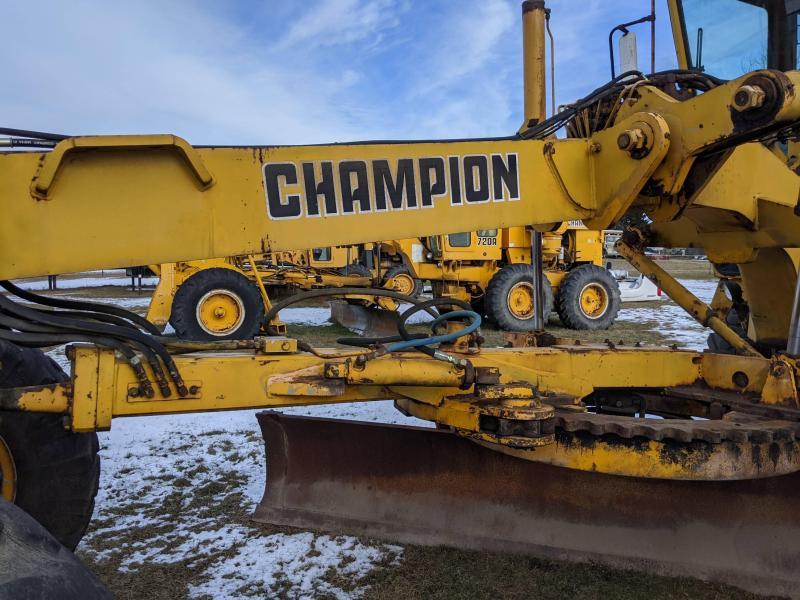 1990 Champion 740A Grader