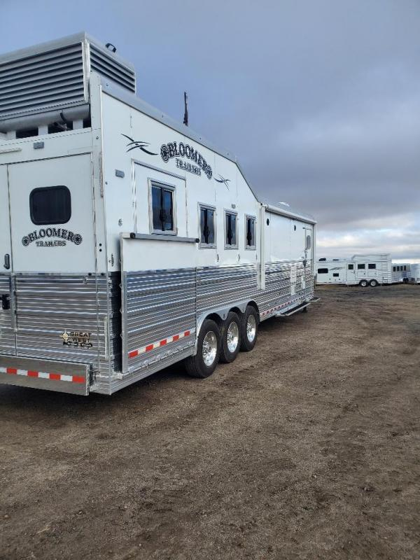 2018 Bloomer 15' Short wall slide out 4 Horse Trailer