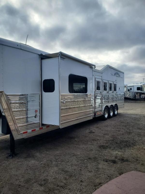 2018 Bloomer 15' Short wall slide out 4 Horse Trailer