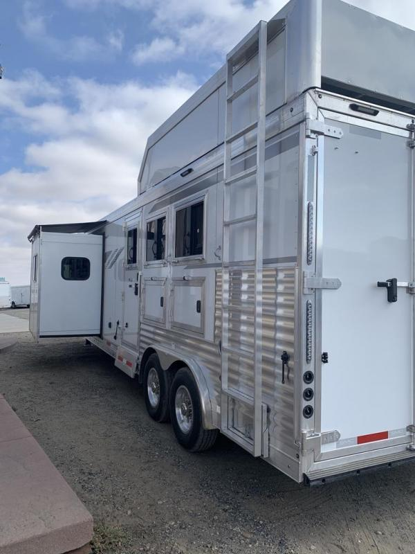 2021 SMC Horse Trailers 14ft Short Wall slide out 3 Horse Trailer