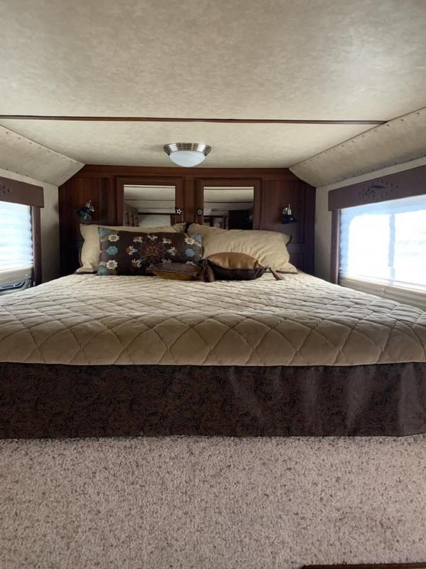 2008 Logan Coach 12' SW 3 Horse Trailer