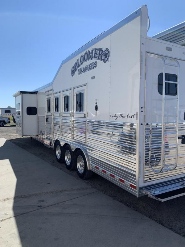 2021 Bloomer 15' Horse Trailer