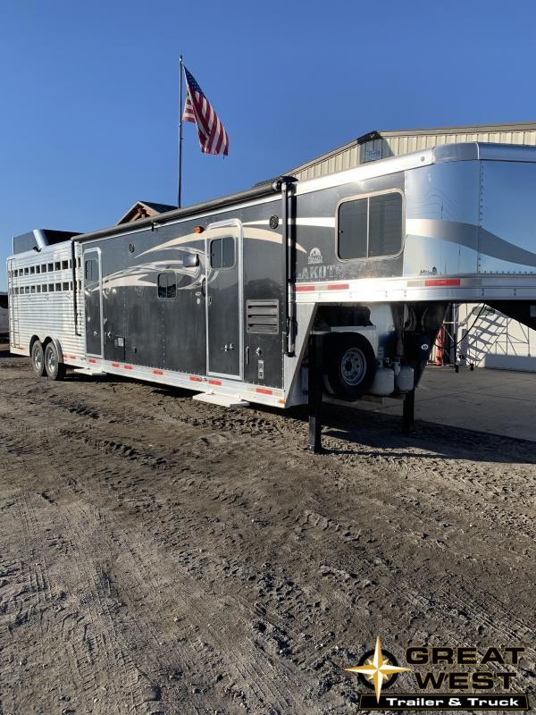 2017 Lakota STOCK COMBO Horse Trailer