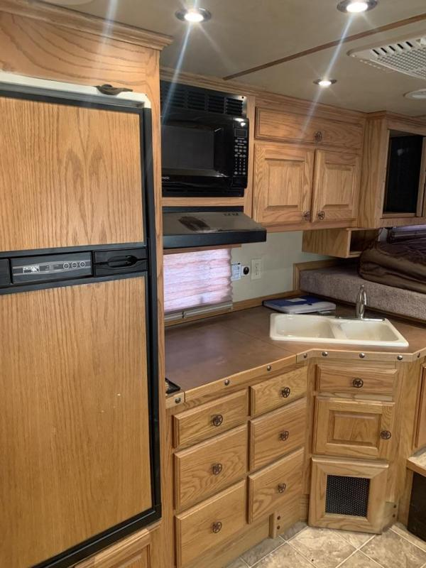 2004 Elite Trailers 13ft Short Wall 3 Horse Trailer