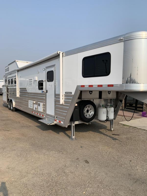 2019 Cimarron Trailers Norstar 4H 15' Living Quarters side load Horse Trailer