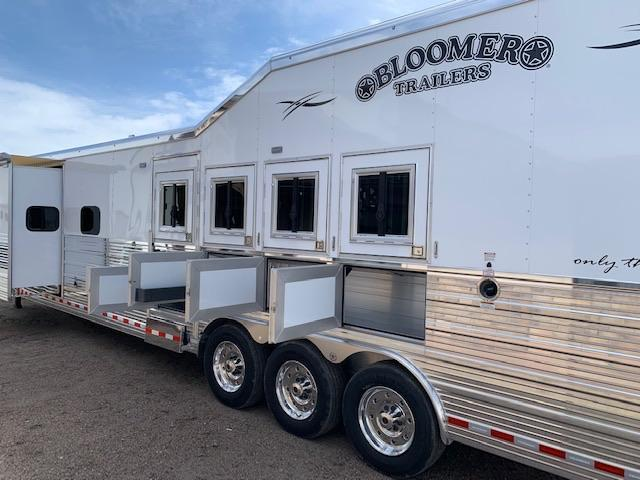2019 Bloomer 4 Horse Rear side load Living quarters Horse Trailer