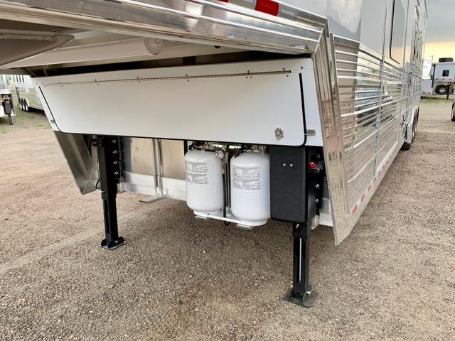 2020 Bloomer 2020 Bloomer 4H Slide Out Side Load Trailer Horse Trailer