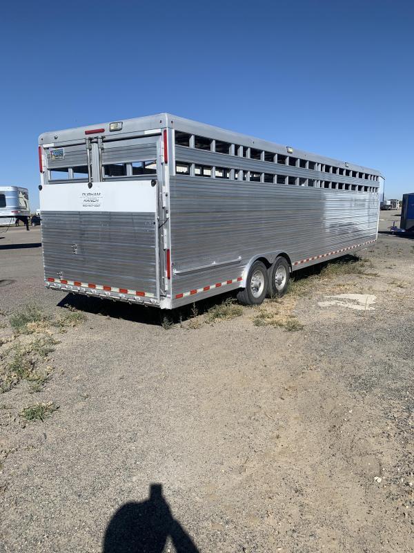 2011 Bloomer LVSTR Horse Trailer