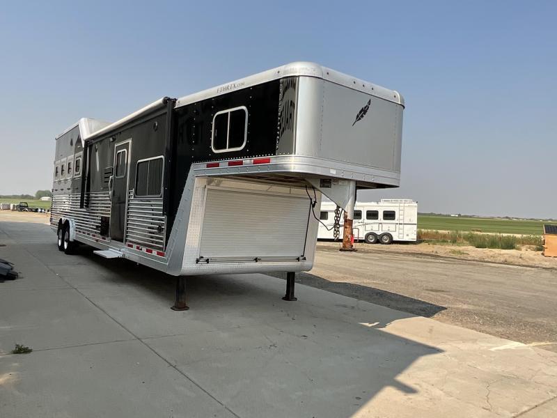 2015 Featherlite 8581-4H0C-STD Horse Trailer