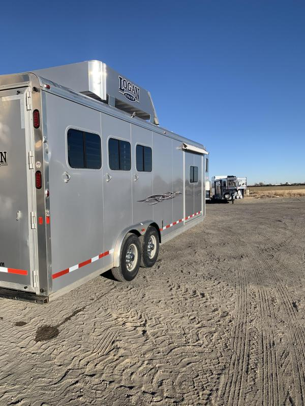 2015 Logan Coach RAMPAGE Horse Trailer