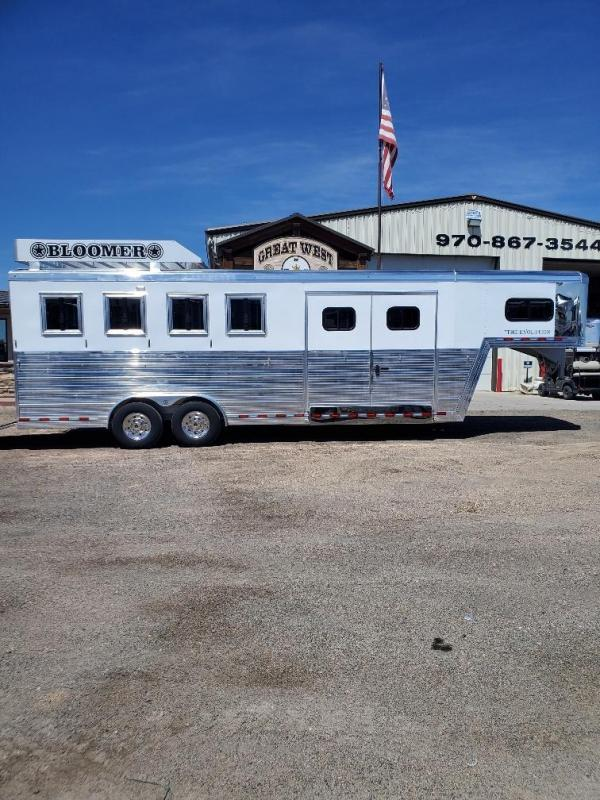 2021 Bloomer 4 horse trainers pkg trailer