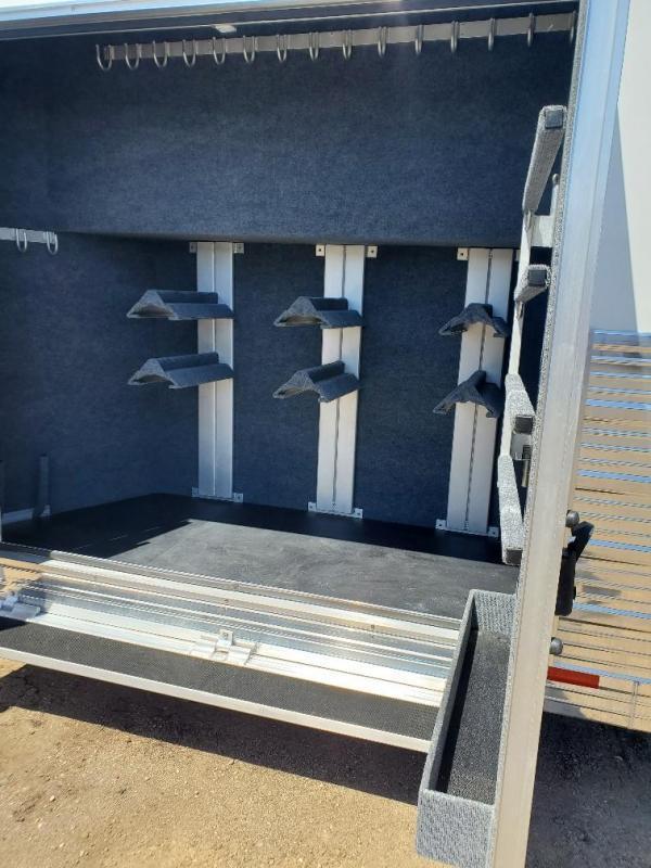 2021 Bloomer 4 horse trainers pkg trailer