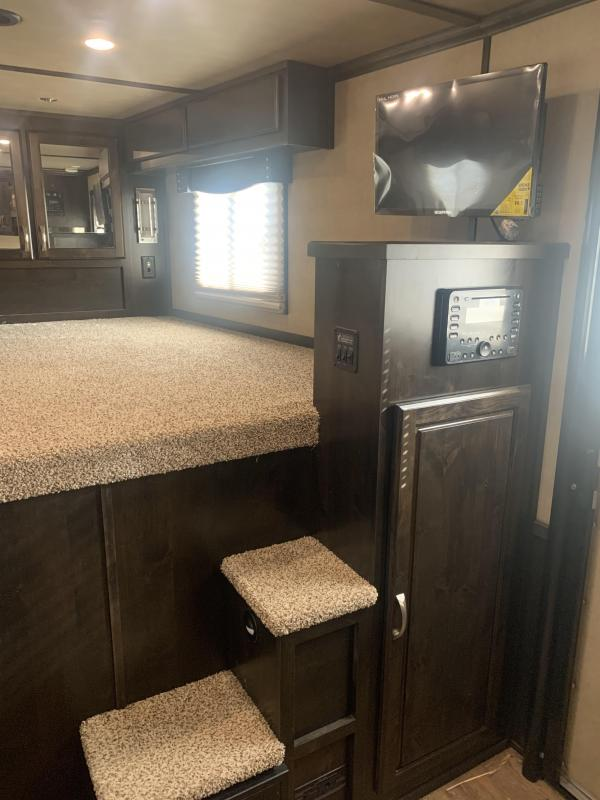 2018 Featherlite 4H GN Horse Trailer