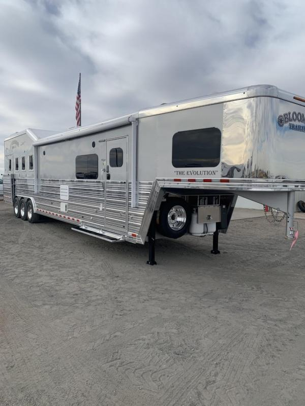 "2019 Bloomer 17'9"" Short Wall 4 Horse PC load Trailer"