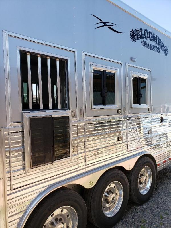 """2019 Bloomer 17'9"""" Short Wall 4 Horse PC load Trailer"""