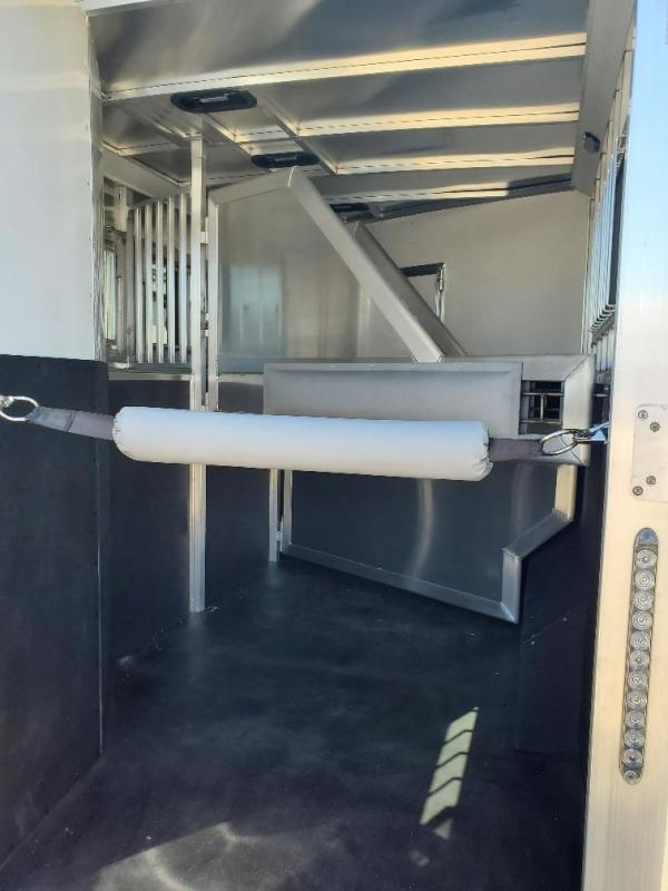 2020 SMC Horse Trailers 13ft SW Slide out 3 Horse Trailer