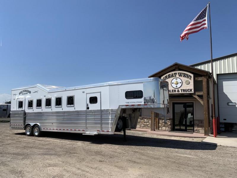 2019 Bloomer 6 Horse Trainer's pkg Horse Trailer