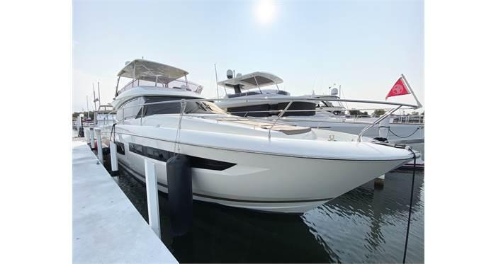 2016 550 FLY - Prestige Yachts