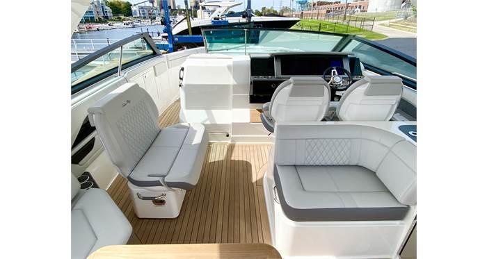 2021 Sea Ray SLX 400 Bow Rider
