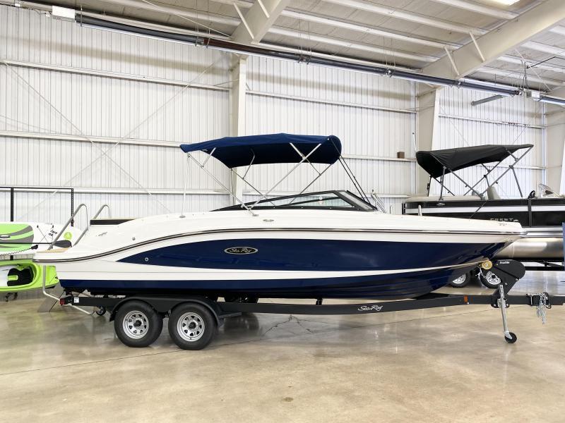 2022 Sea Ray SPX 230 Bowrider